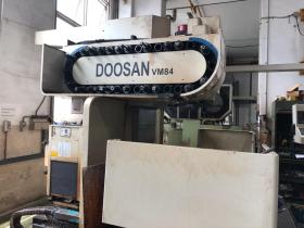 USED DOOSAN VM84 VERTICAL MACHINING CENTER 03